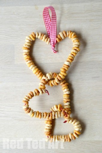 Cheerios-DIY-Bird-Feeders-simple-crafts-for-kids